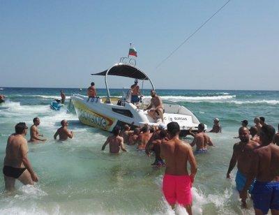Парашут се откъсна от лодка в Созопол, двама паднаха в гората