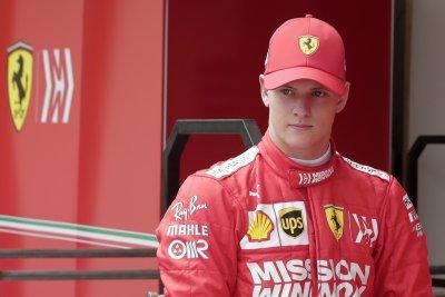 След 13 години: Шумахер отново подкара Ферари
