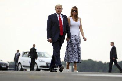 Мелания Тръмп се показа в секси рокля на срещата на върха