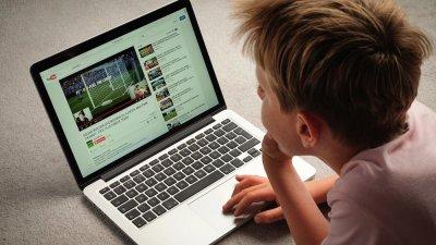 Психолог: Интернет ограбва детството на малчуганите
