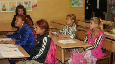 Държавата вади 1 млн. за тетрадки на ромите в клас