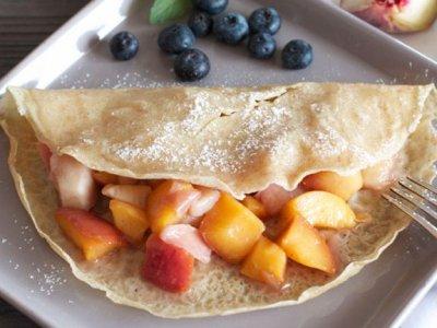 Пълнозърнести куркума палачинки с плодове