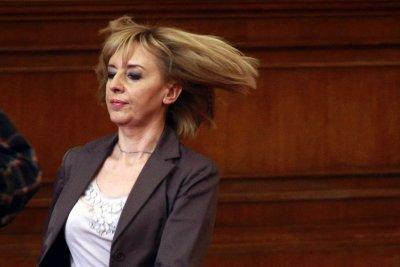 Мая Манолова хвърля бомба с боклука на София