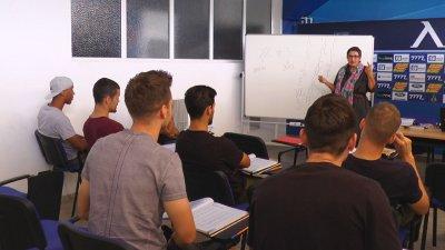 Левскарите с букварите: Чужденците учат български (видео)