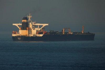 Иран задържа кораб на ОАЕ в Персийския залив