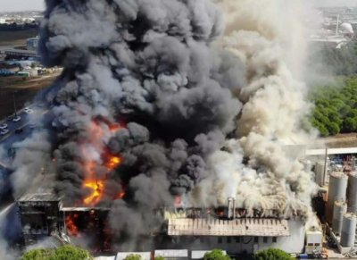 Пламна химическа фабрика в Истанбул