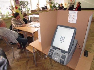 Прогноза: ГЕРБ с малка преднина пред БСП на местните избори, 47% готови да гласуват