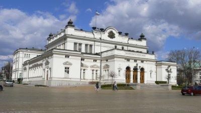 Парламентът слуша на закрито заседание докладите на службите