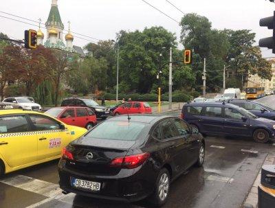 Първо в Lupa.bg: Кака Лара изригна: Забранете тротинетките, пешеходците и велосипедите!
