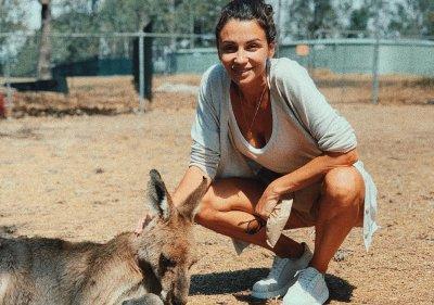 Диляна Попова хвана кенгуру