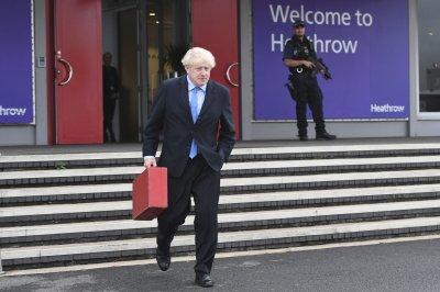 """Борис Джонсън: Държавата ще помогне на затруднените от фалита на """"Томас Кук"""""""