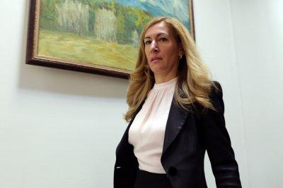 """Ангелкова: До дни 2500 туристи на """"Томас Кук"""" ще бъдат превозени"""