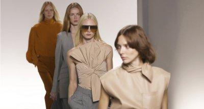"""Женственост лъха от колекцията на """"Живанши"""" на Парижката седмица на модата"""