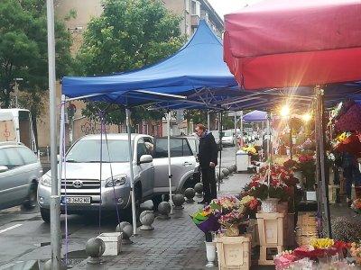 Находка на Lupa.bg: Васко Кеца купи букет на дама за 5 лева (УНИКАЛНИ СНИМКИ)