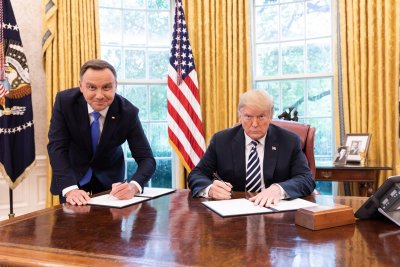 Тръмп махна визите за Полша, за България остават