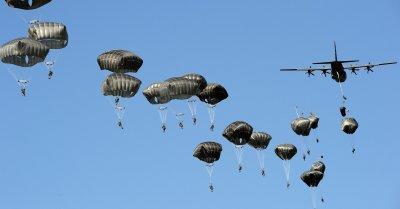 Десетки военни парашутисти се потрошиха в САЩ
