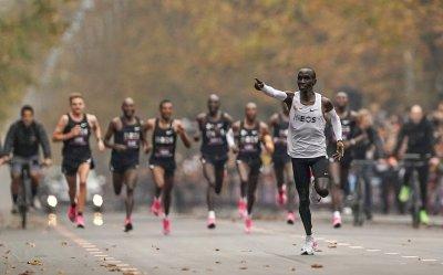 Колко пари спечели атлетът, пробягал маратон под 2 часа? (ГАЛЕРИЯ)