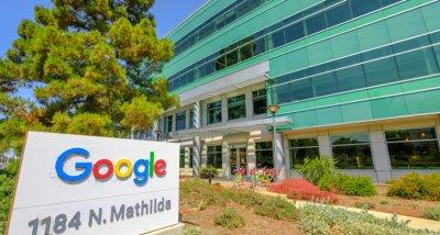 Google играе на два фронта - дарява големи суми и на отрицатели на климатичните промени
