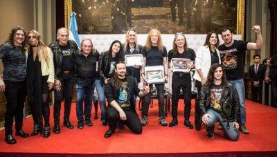 Почит и признание за Iron Maiden в Аржентина (ВИДЕО)