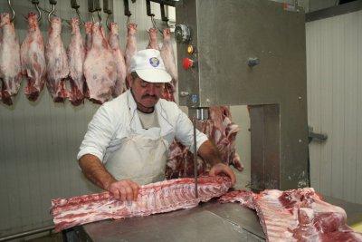 Абсурд в Германия: Трима умряха от заразено месо!