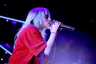 Обраха Били Айлиш по време на концерт