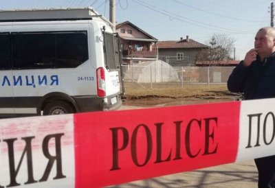 Искат арест за 24-годишната Даниела за убийството в Костенец
