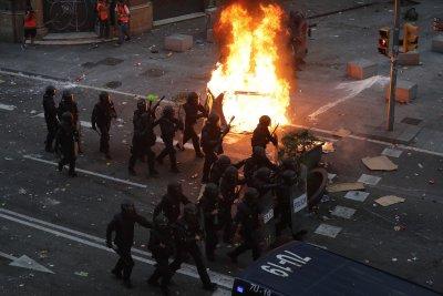 Масова стачка в Каталуния блокира транспорта и обществения живот (СНИМКИ)