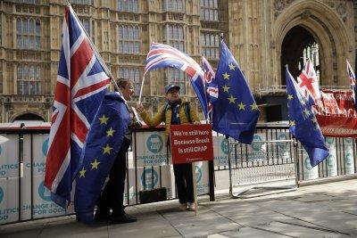Цяла нощ преговори за Брекзит, няма пробив