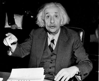Писмата на Айнщайн срещу атомната бомба – на търг