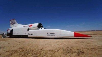 Най-бързият автомобил в света хвърчи с 800 км/ч