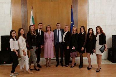 Захариева се надява студентите ни в Русия да могат да работят там
