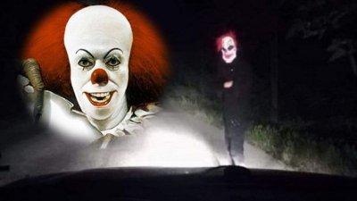 ШОК! Клоун изскача в тъмното срещу колите