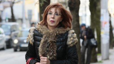 """Каката с палто за 30 бона от """"Живанши"""" Румяна Ченалова с пяна на уста, минути след като ВАС отхвърли жалбата за уволнението й"""