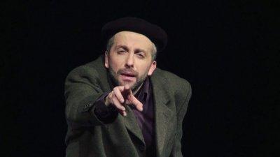 "Куркински кани на спектакъл № 100 на ""Черното пиле"""