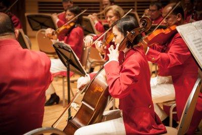 Щраус Виена оркестър снимат с робот