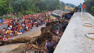 16 загинали при катастрофа на влак в Бангладеш