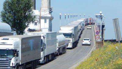 """Километричните опашки на """"Дунав мост"""" продължават"""