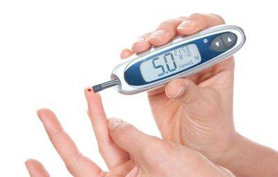Безплатно измерване на кръвната захар и холестерола във ВМА