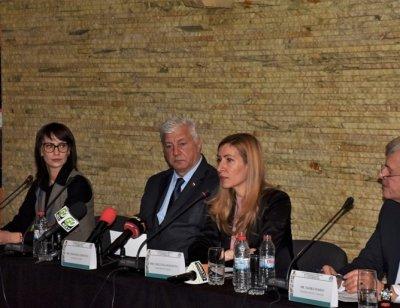 Ангелкова: Летище Пловдив на концесия до края на годината