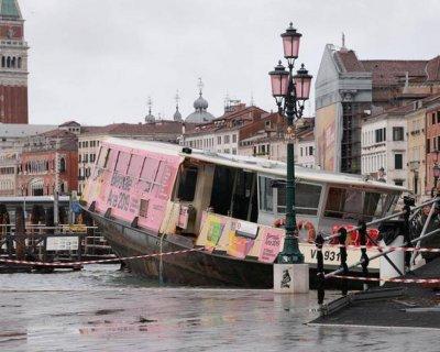 Четири круизни лайнера отмениха акостиране във Венеция