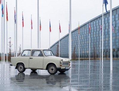 Трабантът на Паси блесна пред централата на НАТО