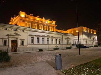 Парламентът гасне довечера