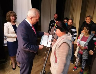 60 възрастни взеха удостоверения за основно образование в Пещера