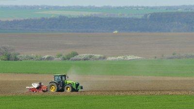 Забраната остава: Чужденци няма да купуват българска земя