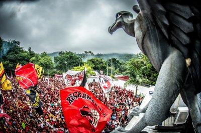 Истерия в червено, бяло и черно побърка Южна Америка (СНИМКИ И ВИДЕО)