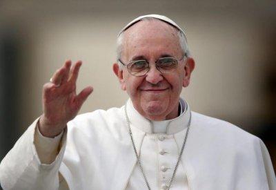 Щедрост: Папата подари палат на несретници