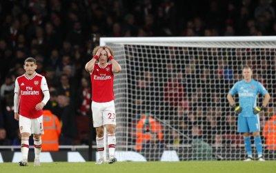 Арсенал продължи да потъва