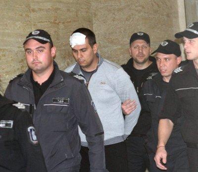Убиецът Викторио плаши в съда родителите на Дарина