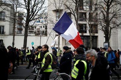 Синдикатите призоваха за протести срещу пенсионната реформа на Макрон