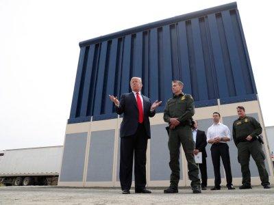 Съд блокира мексиканската стена на Тръмп